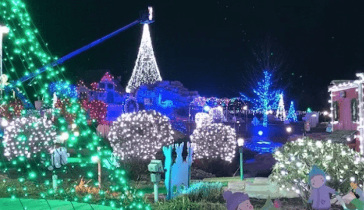 Fun Fore All's Holiday Lights Mini Golf
