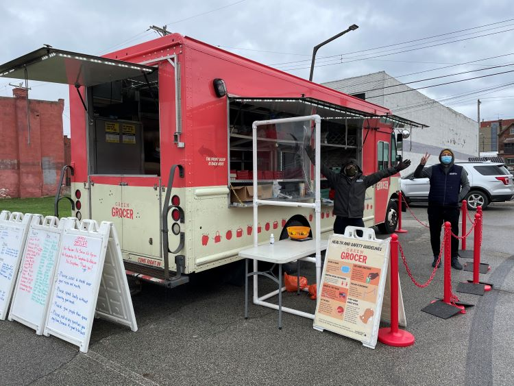 Green Grocer mobile farmers' market brings fresh products to food deserts